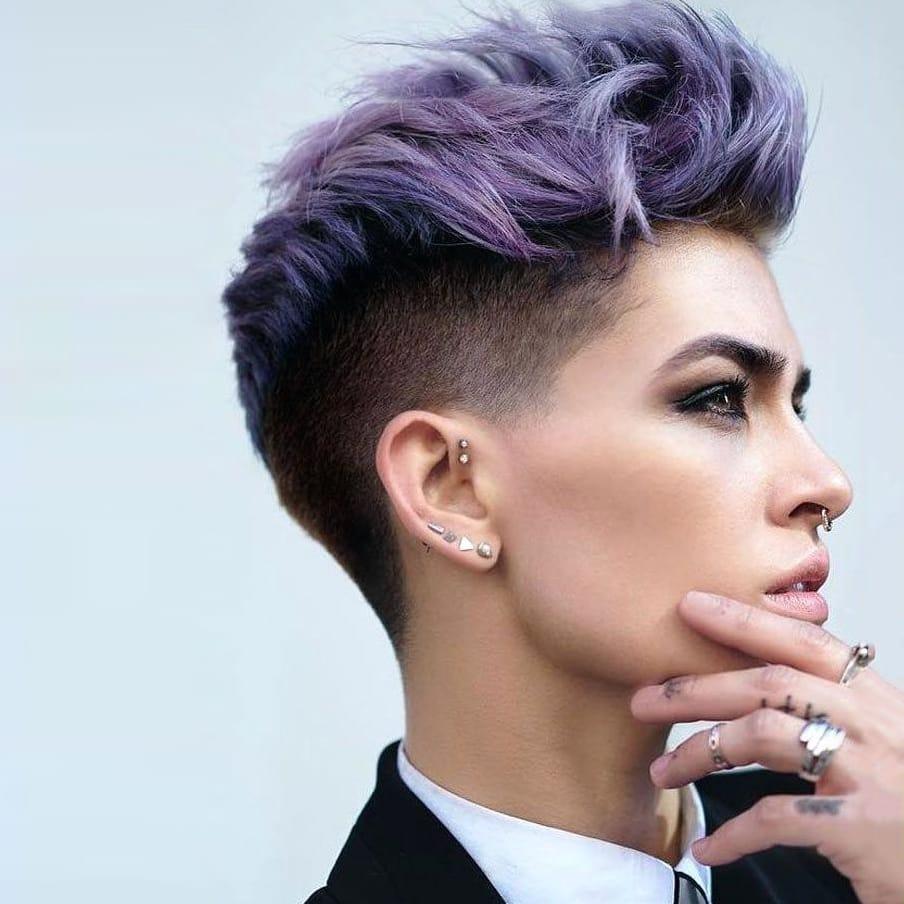 Coupe de cheveux pour hommes comme pour le punk